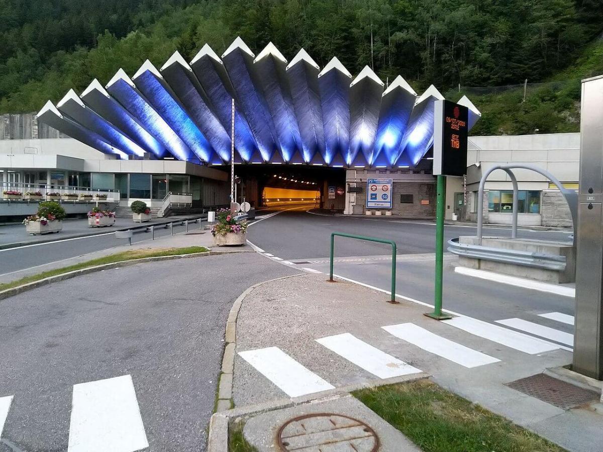 Въезд в тоннель Монблан со стороны Франции (сс) Jesper Bøtker Mortensen