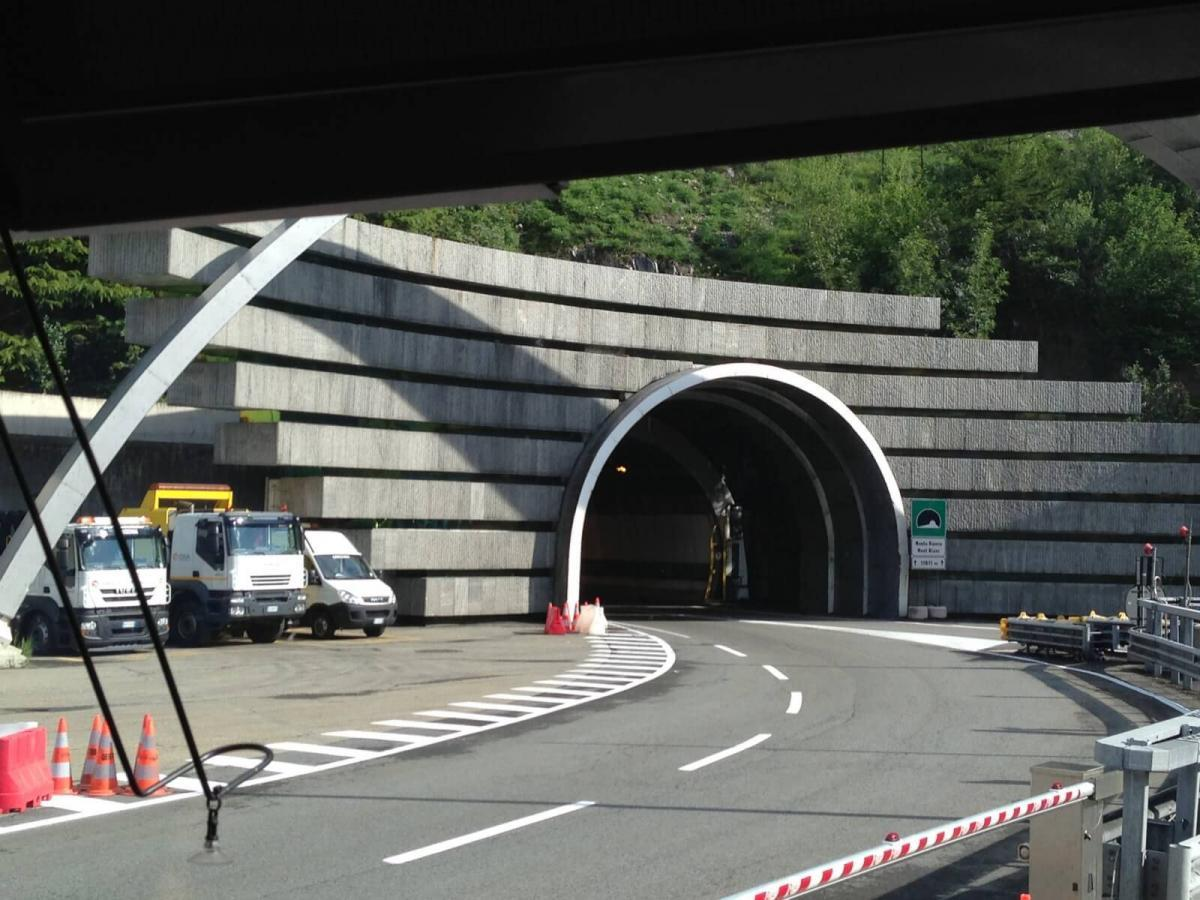 Въезд в тоннель Монблан со стороны Италии (сс) Aaron & Carol