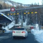 Въезд в тоннель Мунт Ла Шера со стороны Швейцарии