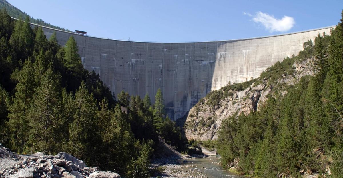 Плотина Punt dal Gall в итальянской долине Ливиньо