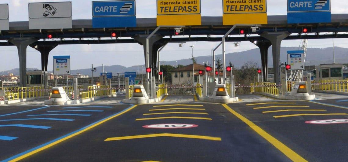 Пункт взымания платы на автостраде. Источник: tuscanymotorcycletours.com